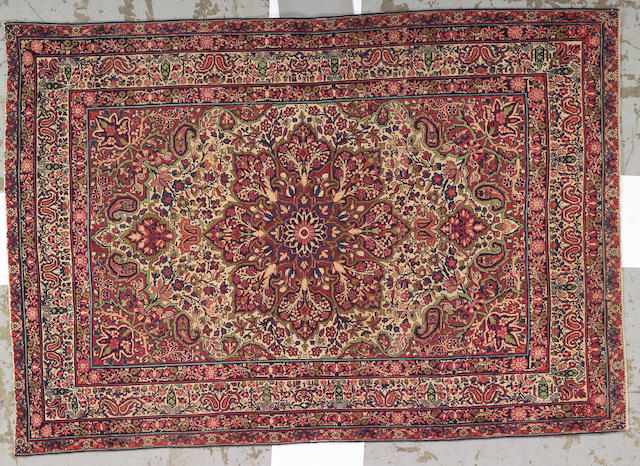 A Lavar Kerman rug South Central Persia, size approximately 4ft. 3in. x 6ft. 1in.