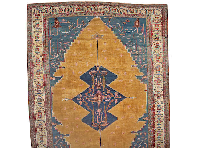 A Serapi carpet Northwest Persia, size approximately 13ft. 4in. x 18ft. 7in.