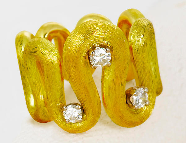 An eighteen karat gold and diamond ring, Andrew Grima