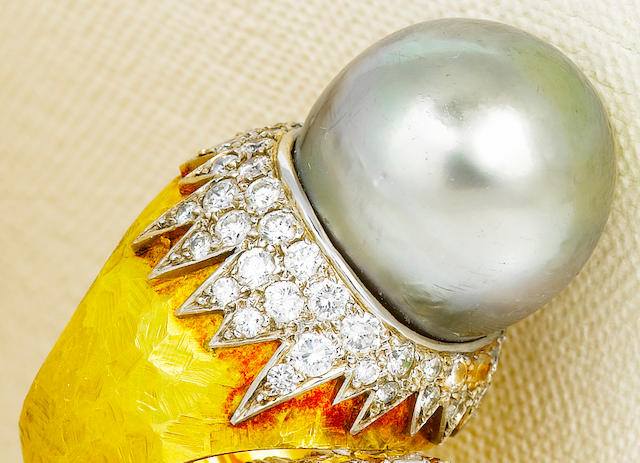 A South Sea cultured pearl and diamond ring, Andrew Grima,