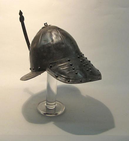 A lobster-tailed pot helmet