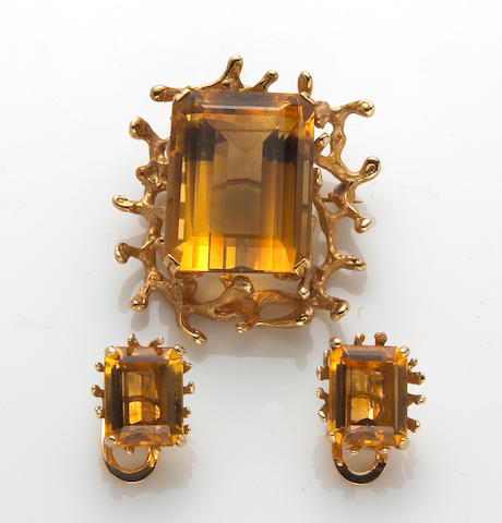 A citrine and 14k gold brooch together with a pair of citrine and 18k gold earclips