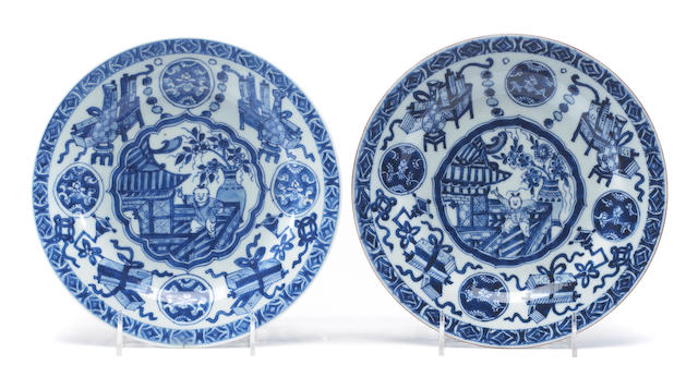 A pair of Chinese export blue and white porcelain plates plates, Kang Xi period.