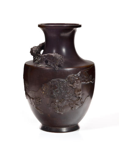 Bronze vase with lions sealed.