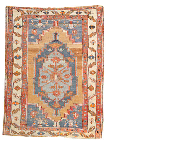 A Bakshshaish carpet Northwest Persia, size approximately 4ft. 5in. x 5ft. 9in.