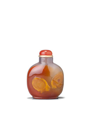 A fine and extremely rare carved honey agate snuff bottle 1800-1880