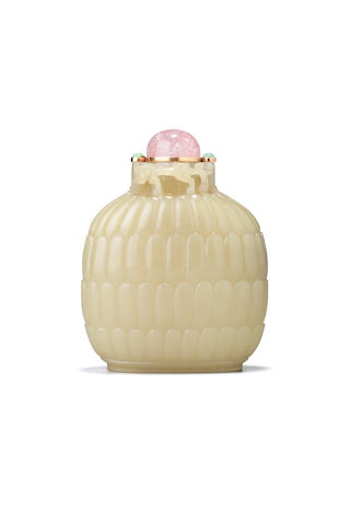 A large and rare yellow jade snuff bottle 1750-1850