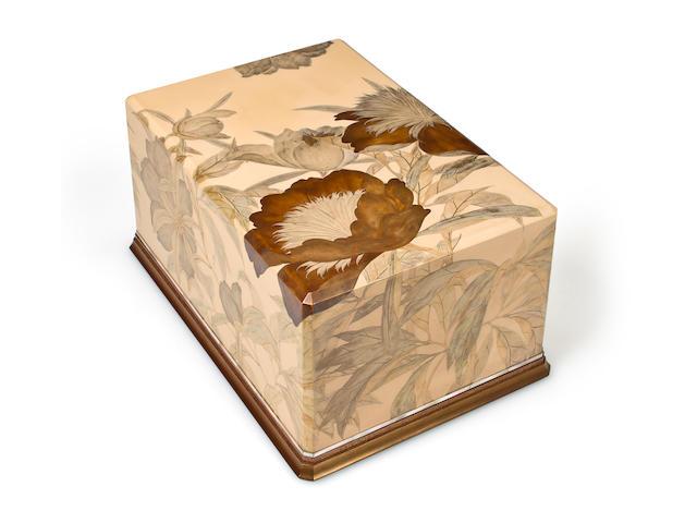 A lacquer tebako (accessory box) By Utagawa Reimei, circa 1940