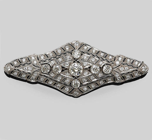 A diamond pendant-brooch