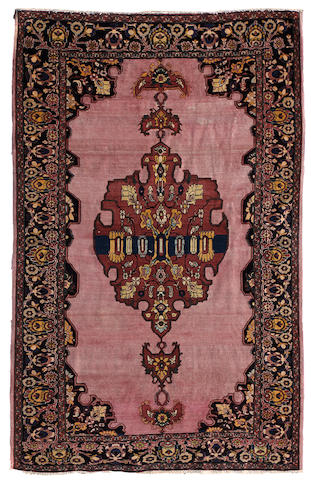 A Fereghan Sarouk carpet size approximately 4ft 1in x 6ft 6in (124.4 x 198cm)