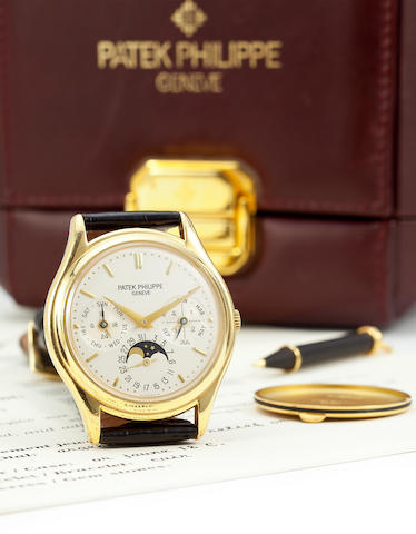 Patek Philippe. A fine 18K gold automatic wristwatch with perpetual calendar and moon phasesRef: 3940, Case no. 2970007, movement no. 775423, sold 1996