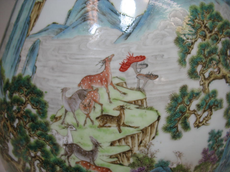 A large polychrome enameled porcelain 'One hundred Deer' vase Qianlong mark, Late Qing/Republic period
