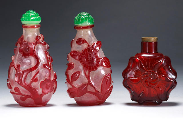 ***Dessa to Inspect*** A group of three Chinese glass snuff bottles; two red glass overlay and one red glass