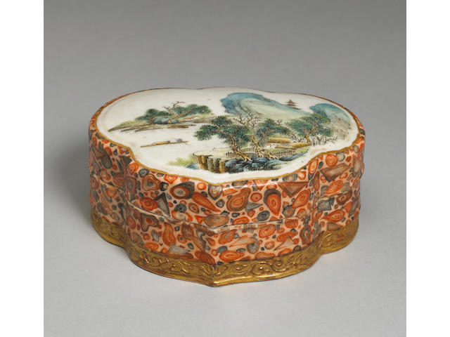 A famille rose enameled porcelain covered box Qianlong mark, Late Qing/Republic period