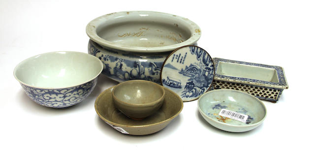 A group of Chinese blue and white porcelain containers