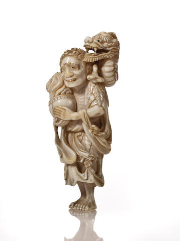 An ivory netsuke of Chinnan sen'nin By Kazushige, 19th century