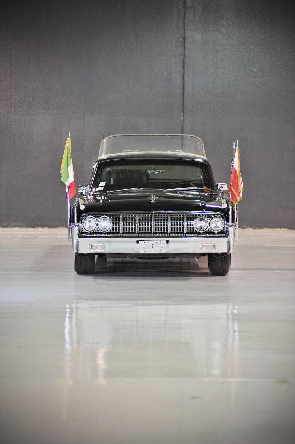 Prototype Limousine, specifically adapted for Pope Paul VI, and the Chicago parade vehicle for the Apollo 8, 11, 13, and 15 astronauts including Neil Armstrong, Buzz Aldrin, and Jim Lovell,1964 Lincoln Continental Limousine  Chassis no. 4Y82N406266