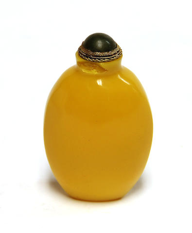 A Chinese yellow glass snuff bottle, jade stopper