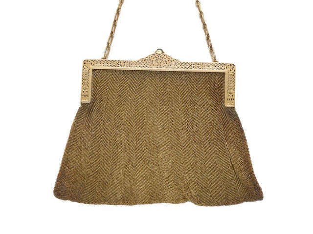 A fourteen karat gold mesh purse
