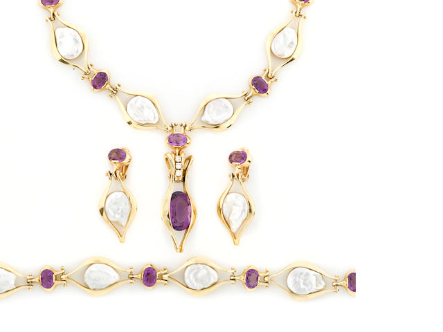 A coin-shaped cultured freshwater pearl and amethyst jewelry set