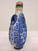 A blue overlaid clear glass snuff bottle