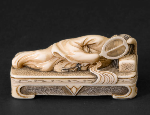 A two-section ivory figural netsuke By Keiun (Omura Minosuke, b. 1912)