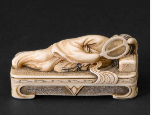 A two-section ivory figural netsuke By Keiun (Omura Minosuke, b. 1912)