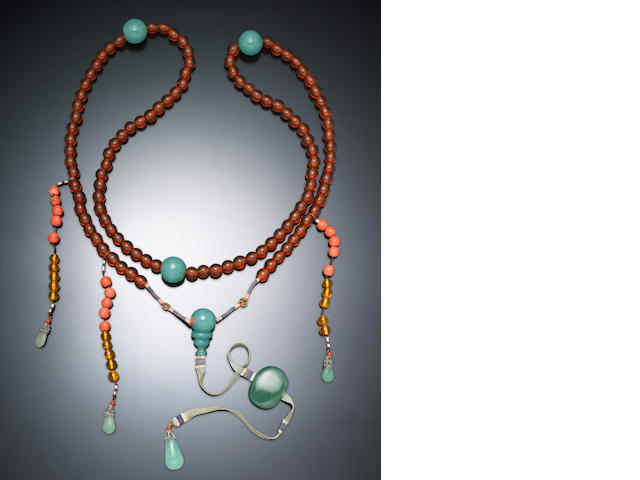 An official's court necklace, chao zhu