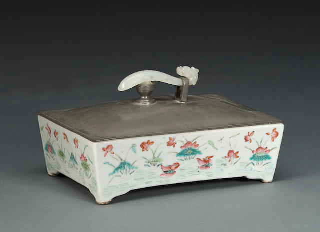 A famille rose  rectangular porcelain box