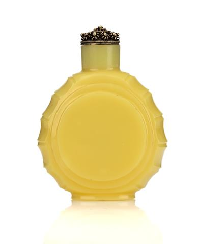 A rare imperial glassworks yellow snuff bottle 1696-1750