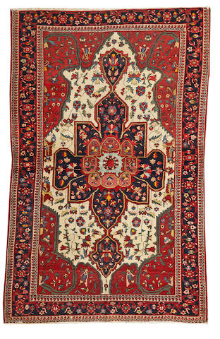 A Fereghan Sarouk carpet Central Persia, size approximately 4ft. 3in. x 6ft. 8in.