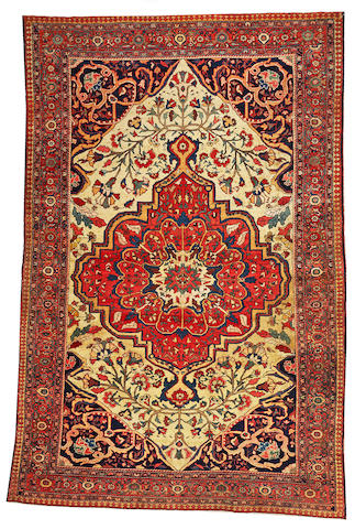 A Fereghan Sarouk rug Central Persia, size approximately 5ft. 4in. x 7ft. 8in.