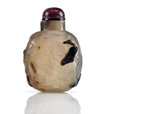 A Suzhou agate snuff bottle  Suzhou, Zhiting school, 1800-1880