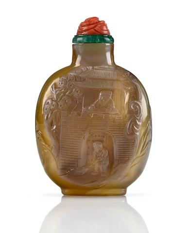 A carved agate snuff bottle with two figures at gate  1780-1850