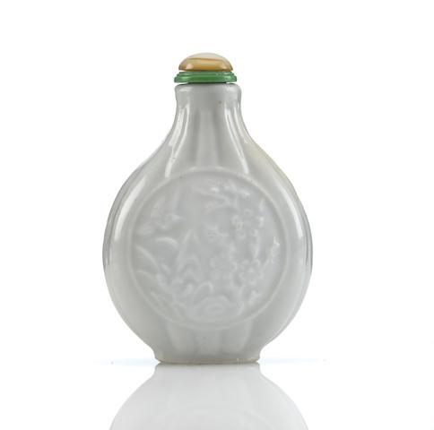 A molded porcelain snuff bottle  1790-1840