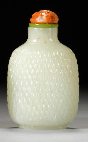 A white jade snuff bottle with basket-weave design