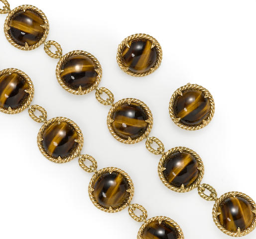 A tiger's eye and eighteen karat gold jewelry suite
