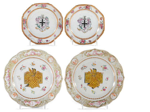 Four small octagonal Chinese Export porcelain plates (black cross, gilt Chinese man)
