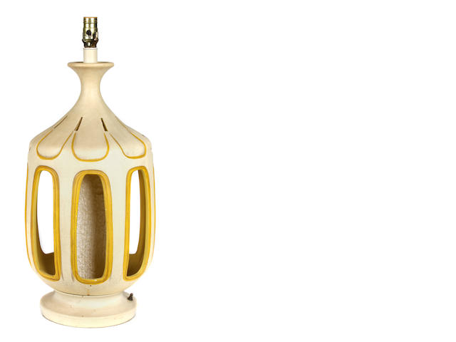 An American Mid-Century Modern glazed earthenware table lamp
