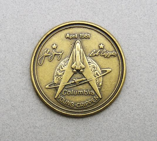 COLUMBIA MEDALLION WITH CERTIFICATE. NASA Manned Flight Awareness STS-1 medallion,