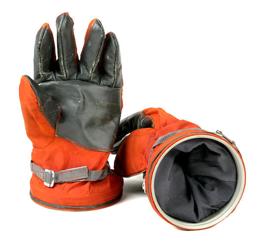 K13192 Soviet Cosmonaut Gloves; escription listed in auction catalog with image