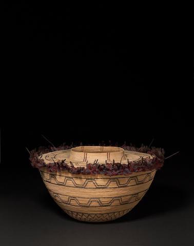 A Tubatulabul/Kawaiisu bottleneck polychrome basket
