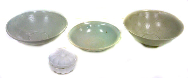 A group of four early ceramics Song/Yuan dynasty