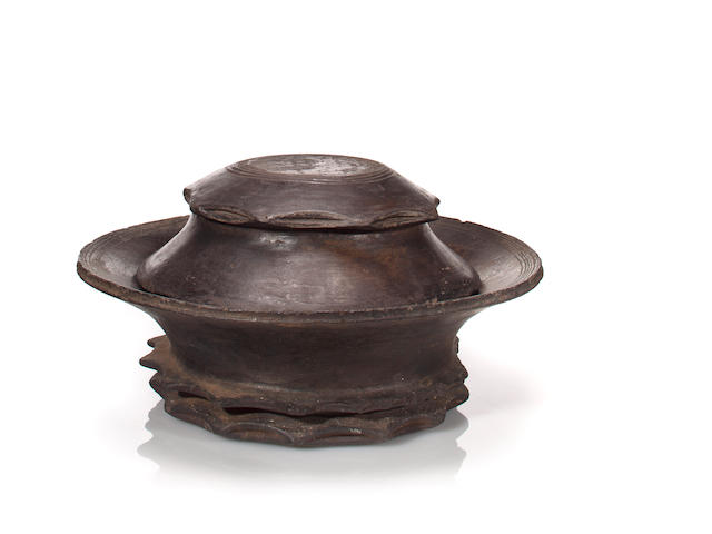 Akan pot with lid, Ghana