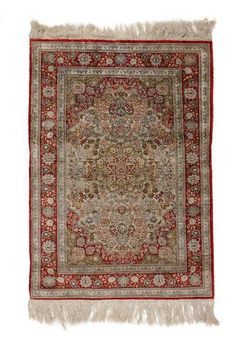 A silk gum ornain rug