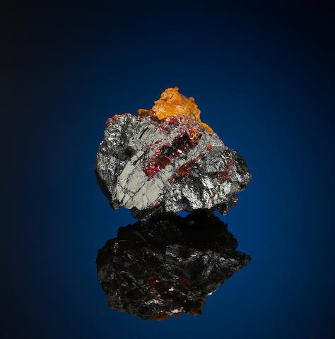 Getchellite with Orpiment on Stiblite