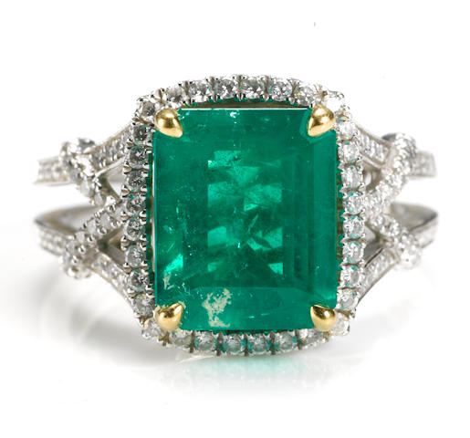 An emerald and diamond ring, Parade Design
