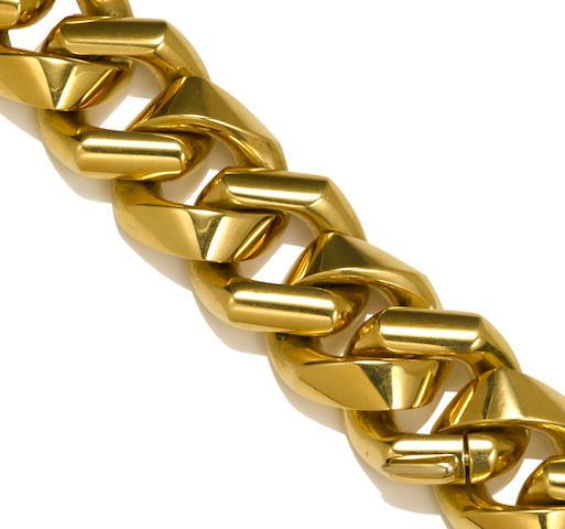 An eighteen karat gold heavy curb link necklace