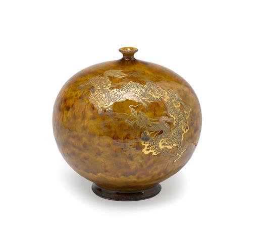 An earthenware vase Kinkozan studio, Meiji period Kinkozan studio, Meiji period