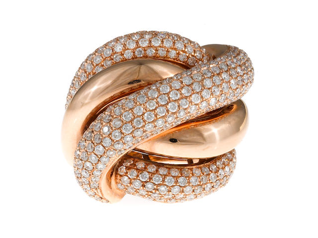 A diamond knot ring